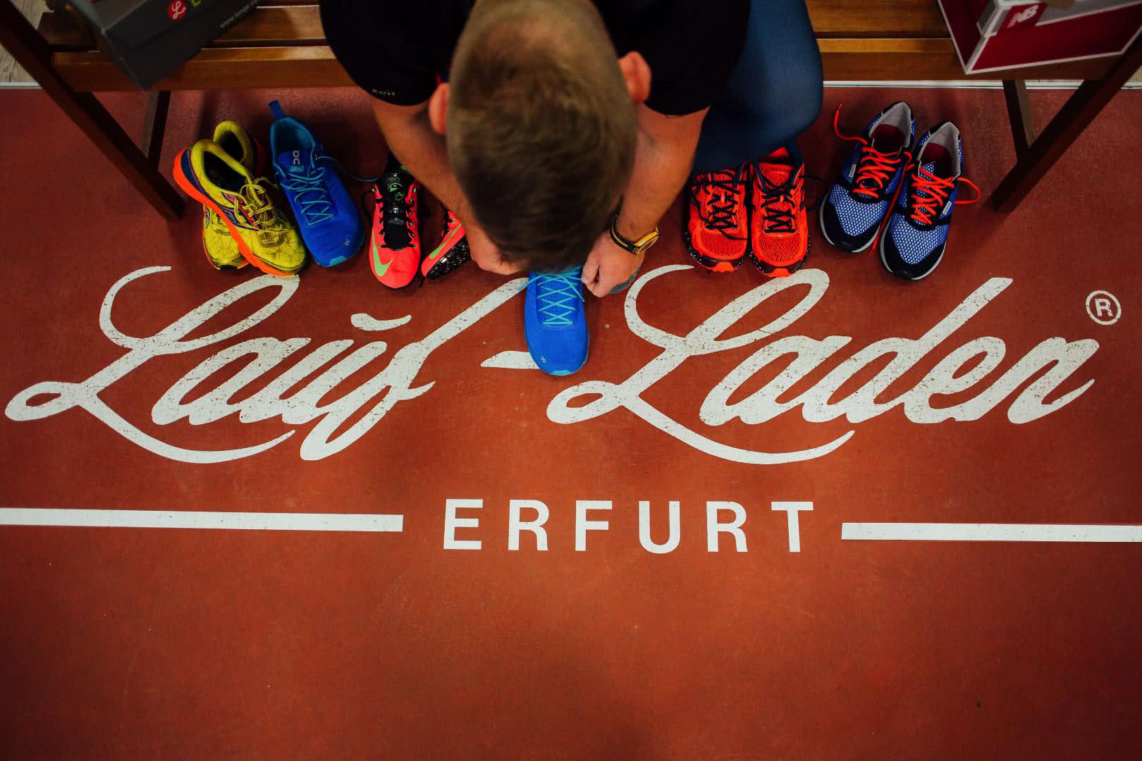 Logo Laufladen Erfurt auf Tartanbahn